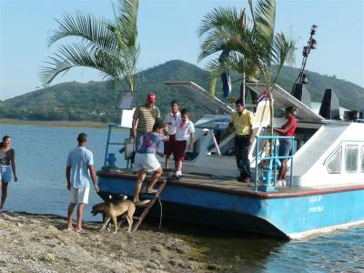 Democracia cubana navegó entre montañas
