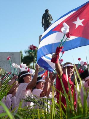 Villaclareños desfilaron bajo la mirada atenta del Che